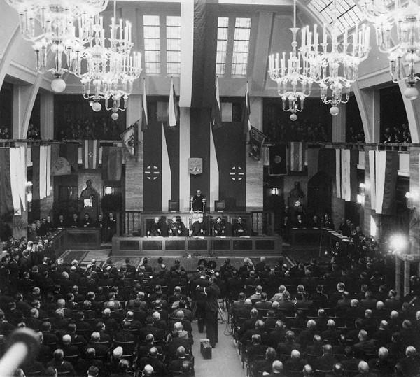 Neznámy autor - Slávnostné otvorenie slovenského autonómneho snemu v univerzitnej aule v Bratislave dňa 18. 1. 1939.