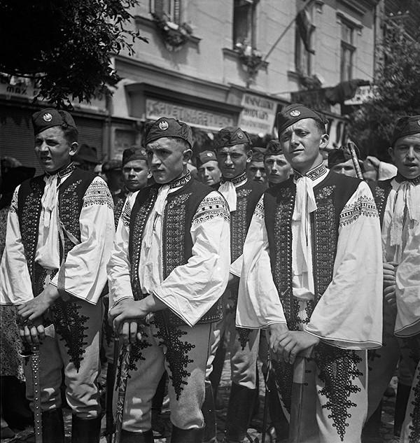 Neznámy autor - Z prehliadky Hlinkovej mládeže v Trenčíne