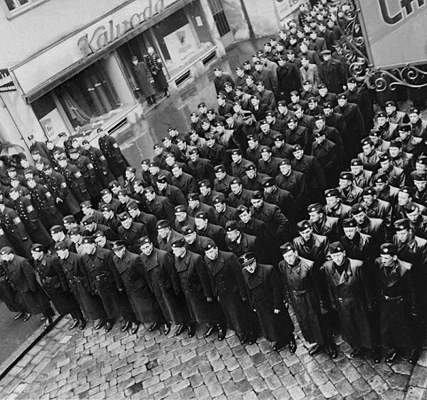 Neznámy autor - Odhalenie pamätnej tabule gardistovi Antonovi Kopalovi v Bratislave