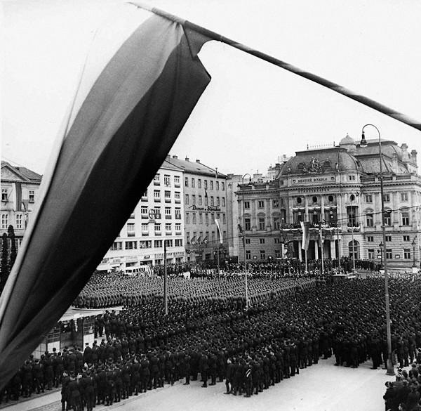 Ladislav Roller, Jozef Teslík – Oslavy štátneho sviatku v Bratislave