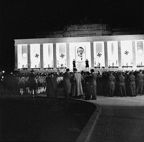 Ladislav Roller - Oslava narodenín vodcu Veľkonemeckej ríše Adolfa Hitlera v Bratislave
