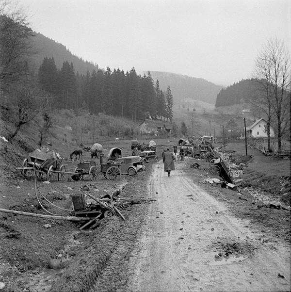 Neznámy autor - Po stopách bezhlavého úteku pučistickopartizánskych jednotiek v Banskej Bystrici - cesta na Donovaly