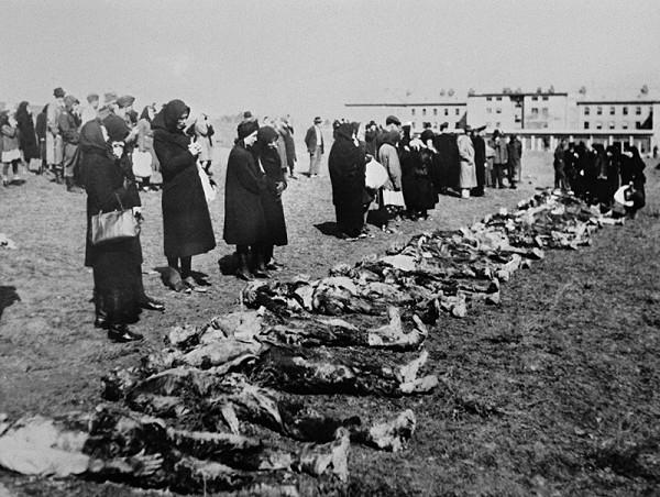 Neznámy autor - Exhumácia mŕtvych v Martine