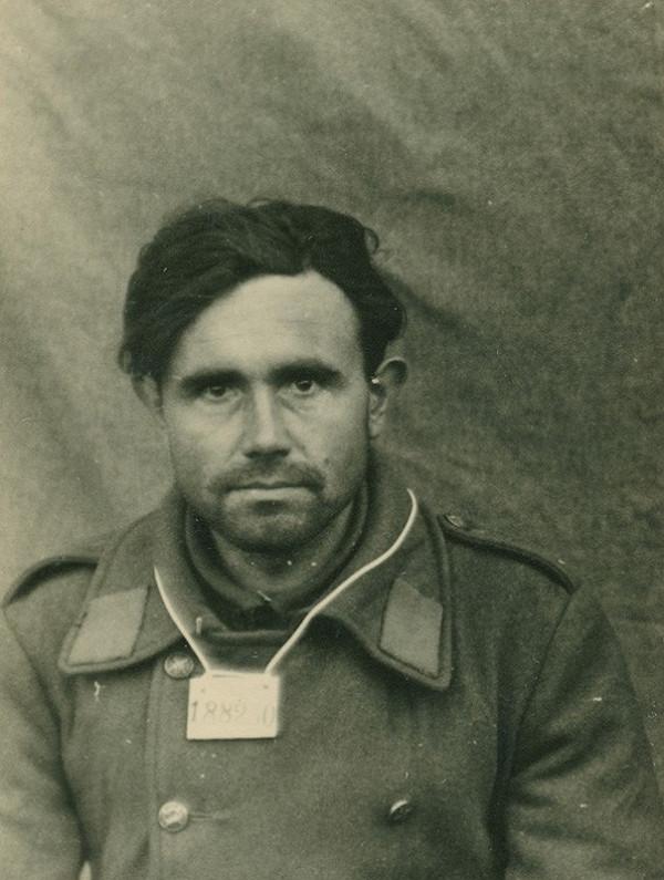 Foto Wehrmacht - Zajatý povstalecký vojak