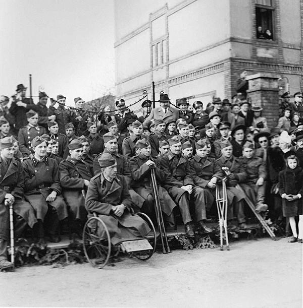 Koloman Cích – Oslavy štvrtého výročia štátnej samostatnosti - pohľad na vojenských veteránov z východného frontu