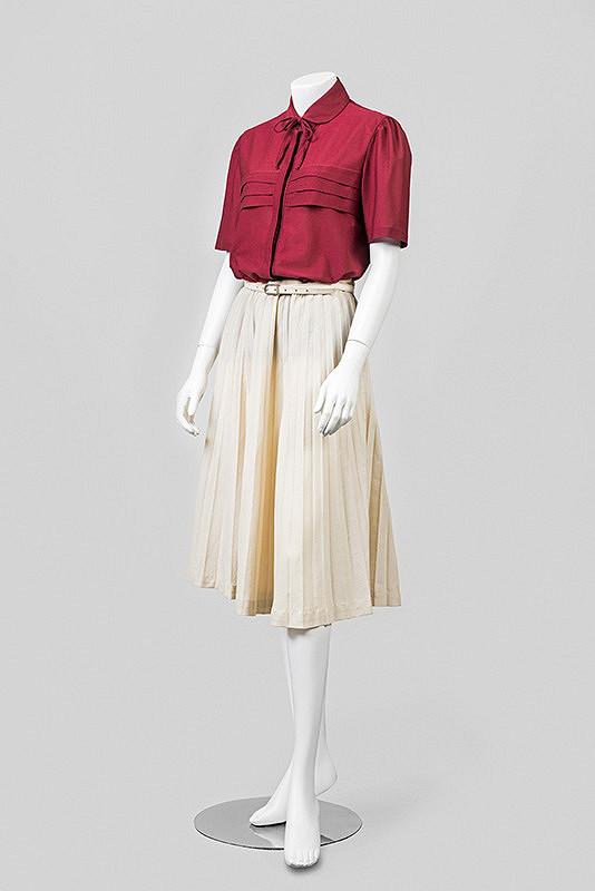 82cc997b9113 ... Dámska blúzka a skladaná sukňa Makyta · zoom obrázku