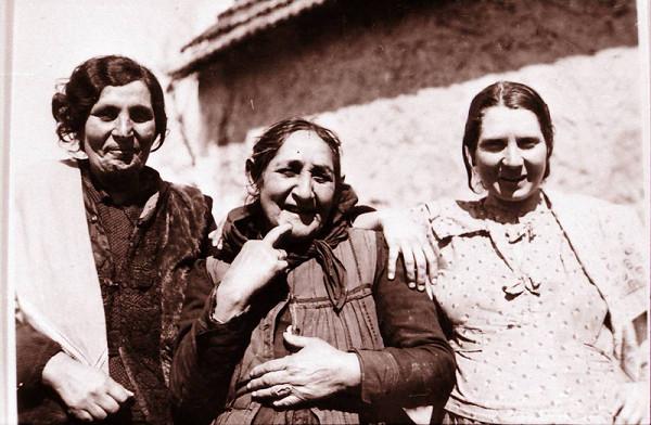 Jozef Kolarčík-Fintický – Švagriná, matka a manželka primáša Mača (z ľava), Petrovany