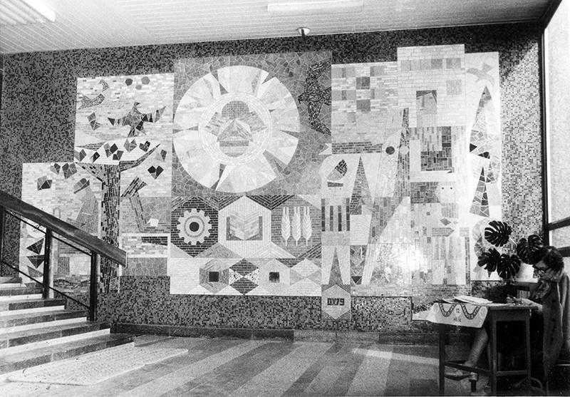 Herta Ondrušová-Victorinová – Sporivosť, vestibul Slovenskej štátnej sporiteľne, 1979