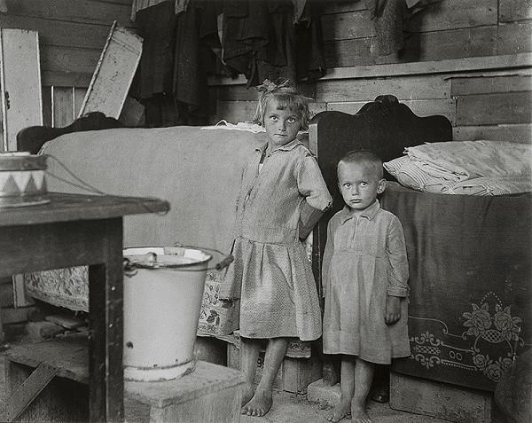 Iľja Jozef Marko – Bez názvu, pohľad na deti stojace v dome