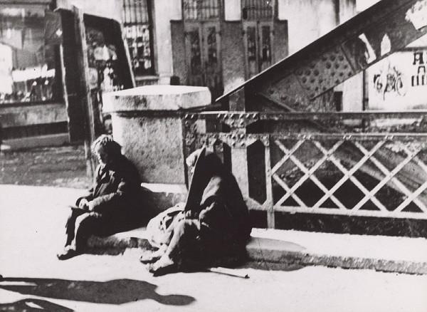 Irena Blühová – Family of Beggars