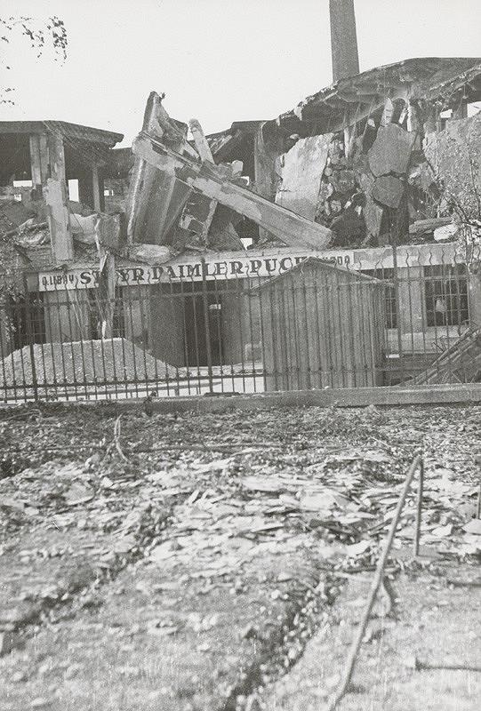 Pavol Poljak – Bratislava. Rafinéria Apollo a prístav po bombardovaní VI.