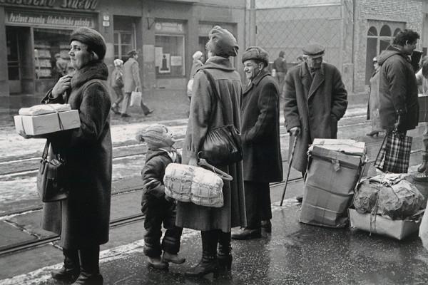 Juraj Bartoš - Obchodná ulica. Čakajúci