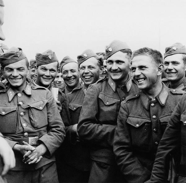 Jozef Cincík – Slovenskí vojaci v čase voľna na východnom fronte - Veselý rozhovor s veliteľom