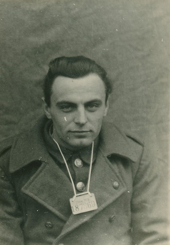 Foto Wehrmacht – Zajatý povstalecký vojak