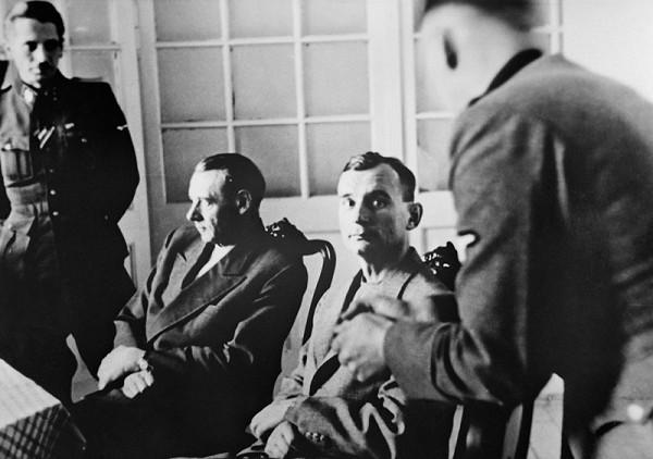 Neznámy autor – Generál Rudolf Viest a generál Ján Golian pri výsluchu v Bratislave