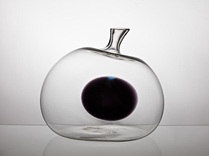 Jaroslav Taraba - Dekoratívna fľaša biela s čiernym terčom, 1965, Slovenská národná galéria