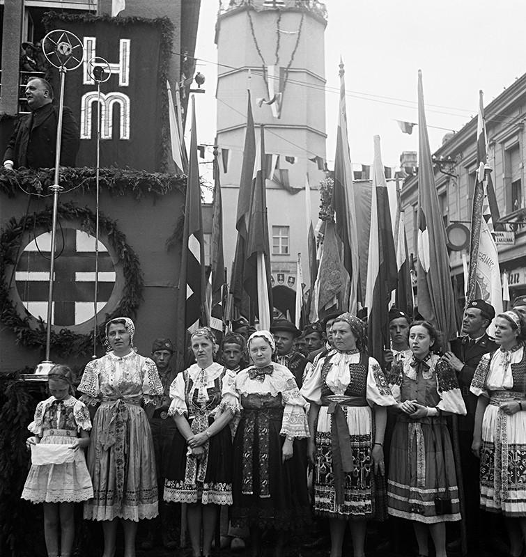 Neznámy autor - Z prehliadky Hlinkovej mládeže v Trenčíne. Jozef Tiso pri prejave, 1939, Slovenský národný archív, Bratislava – fond STK
